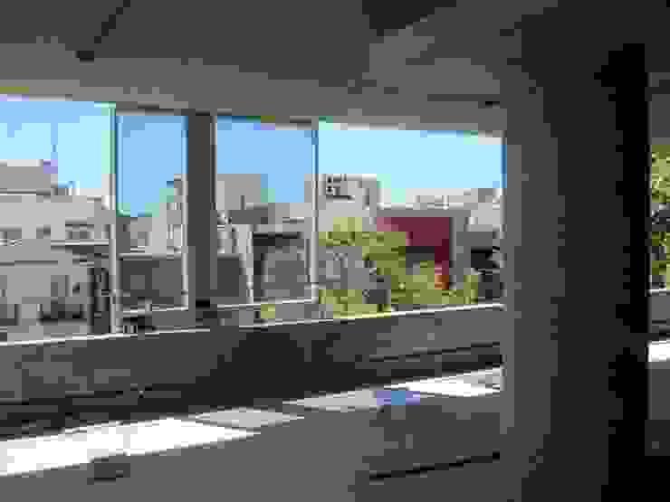 Modern Windows and Doors by mm ARQUITECTOS Modern