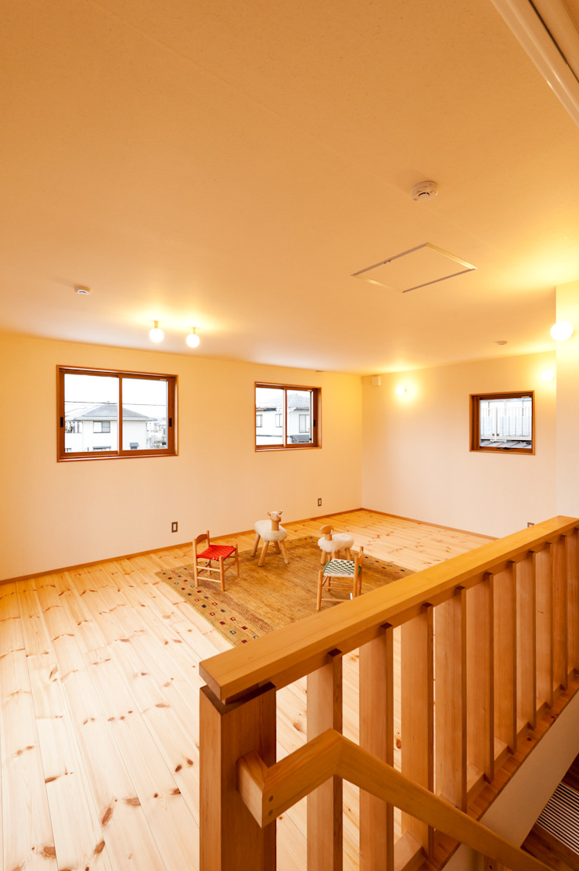 2階子供室(将来間仕切り2室に) モダンデザインの 子供部屋 の 株式会社山口工務店 モダン