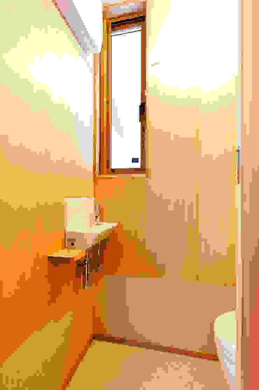 トイレ モダンスタイルの お風呂 の 株式会社山口工務店 モダン
