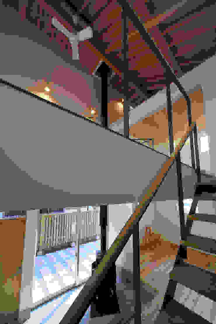 小平の家 FuruichiKumiko ArchitectureDesignOffice モダンスタイルの 玄関&廊下&階段
