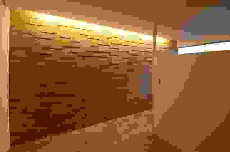 Phòng ngủ phong cách hiện đại bởi ディンプル建築設計事務所 Hiện đại Than củi Multicolored