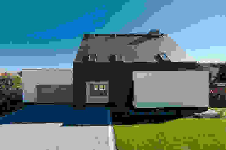 Modern garage/shed by AAYE Architekci Modern