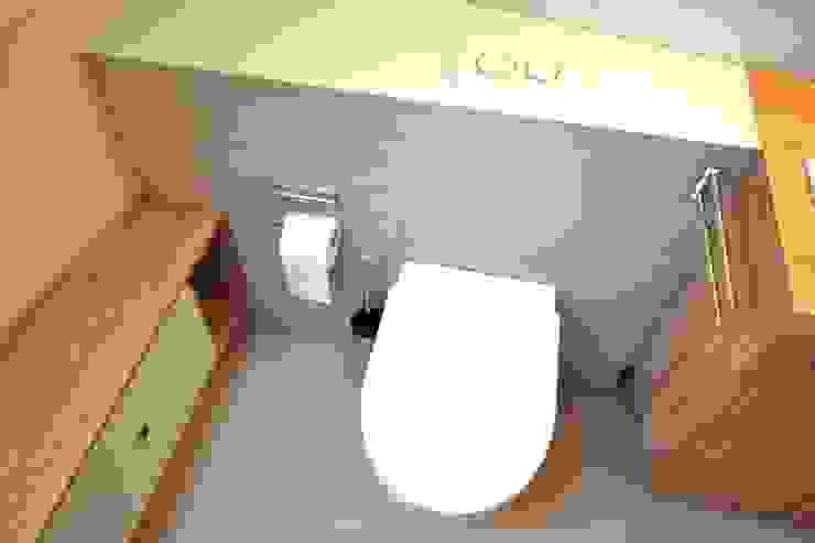 Bathroom by homify, Modern Ceramic