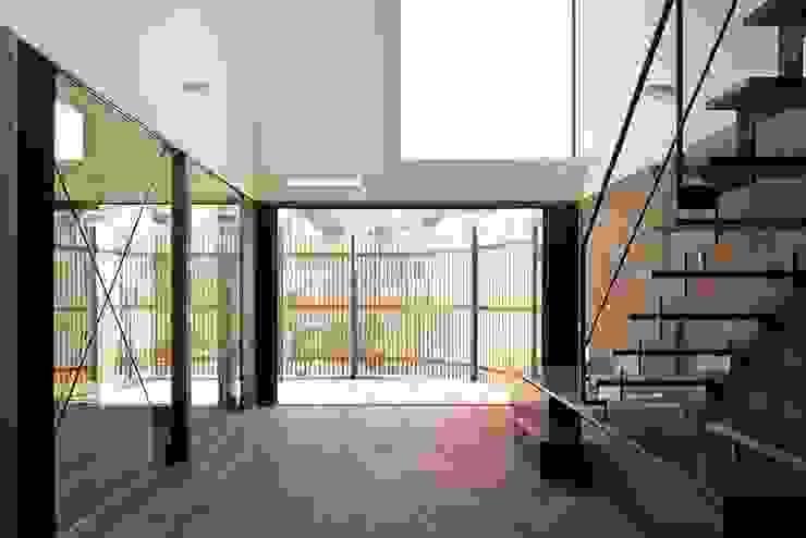 Hiên, sân thượng phong cách hiện đại bởi 白砂孝洋建築設計事務所 Hiện đại