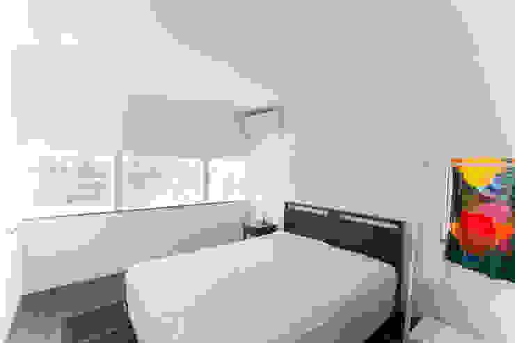 別所本町の家 モダンスタイルの寝室 の 株式会社 atelier waon モダン
