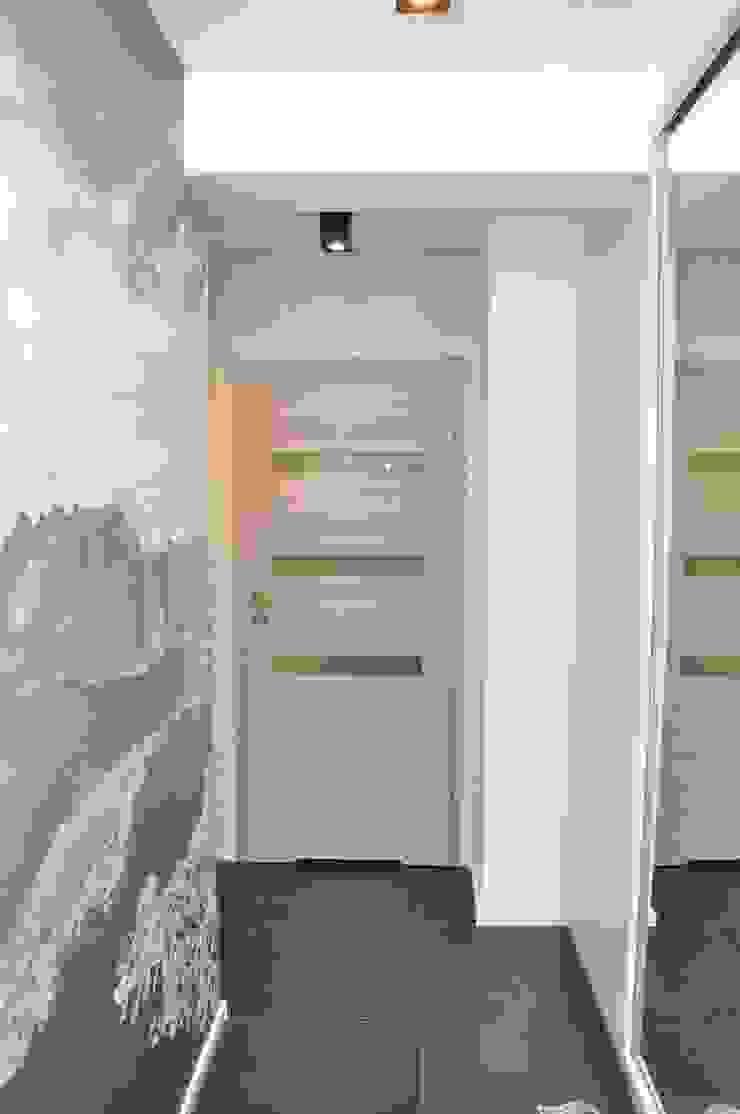 Mieszkanie 55m2 na Osiedlu pod Wierzbami w Dąbrowie Górniczej Nowoczesna garderoba od Ale design Grzegorz Grzywacz Nowoczesny