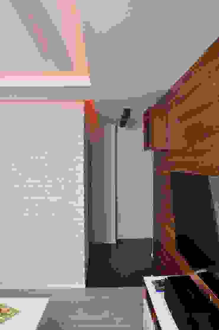 Mieszkanie 55m2 na Osiedlu pod Wierzbami w Dąbrowie Górniczej Nowoczesny korytarz, przedpokój i schody od Ale design Grzegorz Grzywacz Nowoczesny