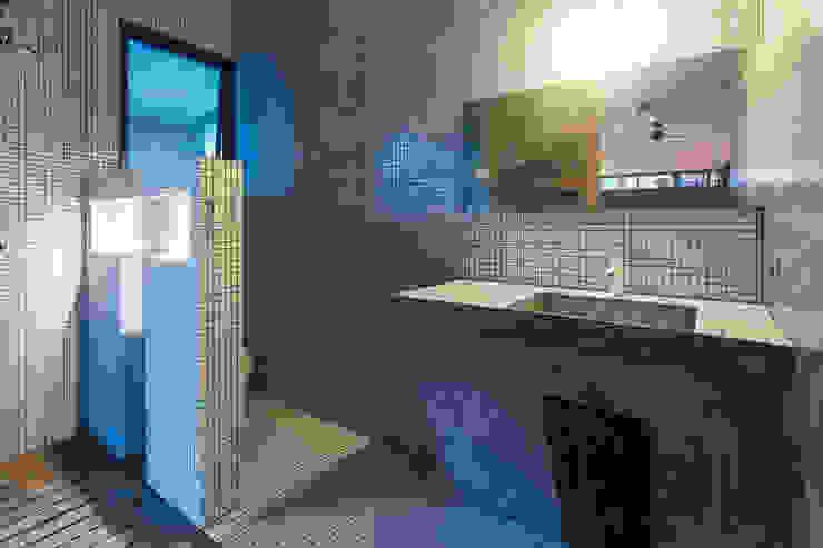 Casa T Baños modernos de Studio Arquitectos Moderno