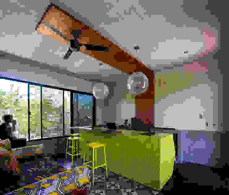 Salas de estilo moderno de Studio Arquitectos Moderno
