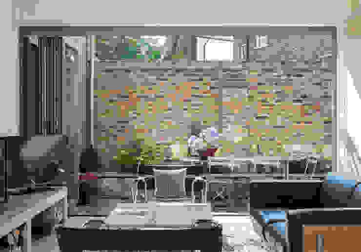 The Workshop Modern living room by Henning Stummel Architects Ltd Modern