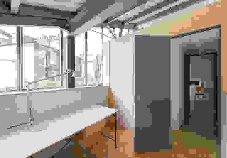 The Workshop Bureau moderne par Henning Stummel Architects Ltd Moderne