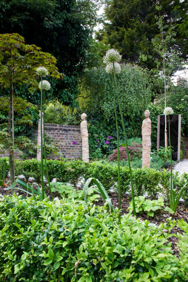 Japanese statues Modern garden by Earth Designs Modern Sandstone