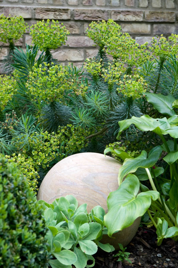 Sandstone garden ornament Modern garden by Earth Designs Modern Sandstone