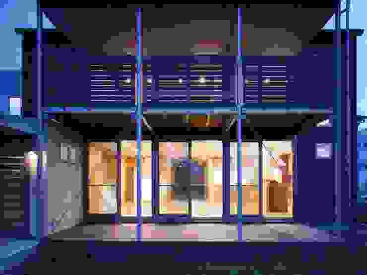Maisons modernes par 池野健建築設計室 Moderne Bois Effet bois