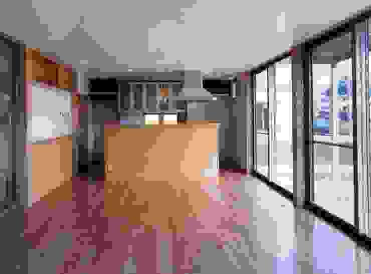 Cuisine moderne par 池野健建築設計室 Moderne Bois Effet bois