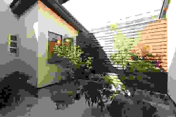 市川市O邸 和風デザインの テラス の k-endo 和風 石