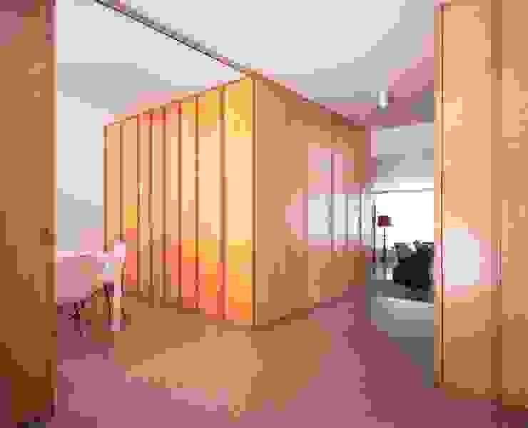 Casa HDM Salas de jantar modernas por SAMF Arquitectos Moderno Madeira Acabamento em madeira