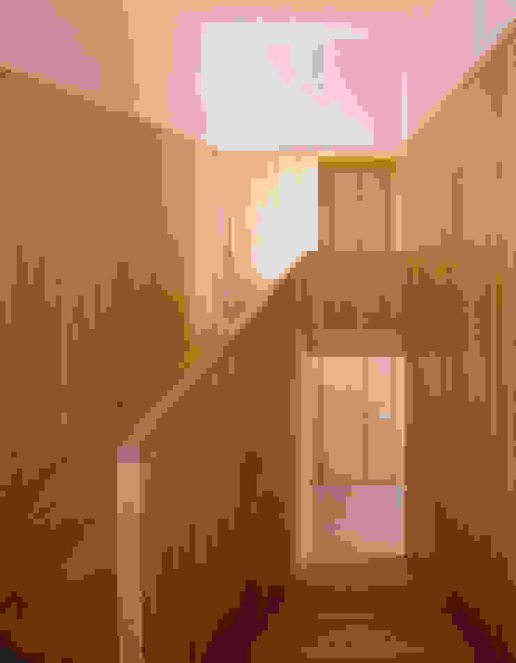 Casa HDM Corredores, halls e escadas modernos por SAMF Arquitectos Moderno Madeira Acabamento em madeira