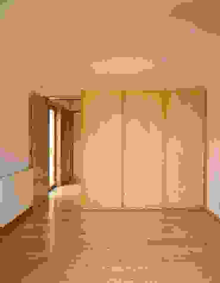 Casa HDM Quartos modernos por SAMF Arquitectos Moderno Madeira Acabamento em madeira