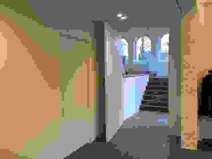 Tiendenschuur Van Mol Moderne gangen, hallen & trappenhuizen van metamorfos.architecten bvba Modern