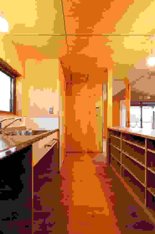 Nhà bếp phong cách hiện đại bởi 株式会社山口工務店 Hiện đại