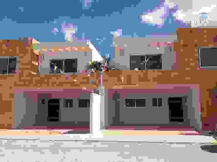Modern Houses by LEYCAZA SA DE CV Modern
