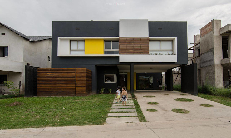 Modern home by APPaisajismo Modern