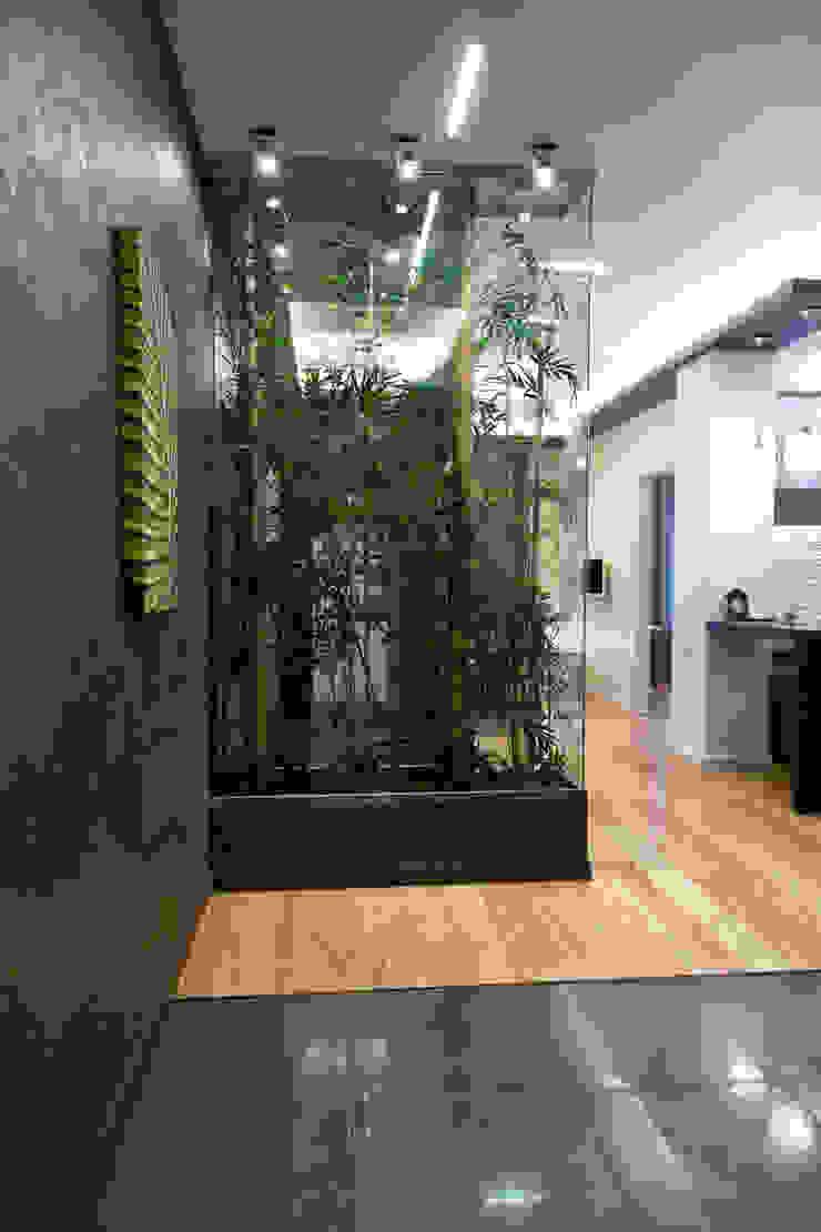 Интерьер квартиры в современном стиле Коридор, прихожая и лестница в эклектичном стиле от Antica Style Эклектичный Бамбук Зеленый