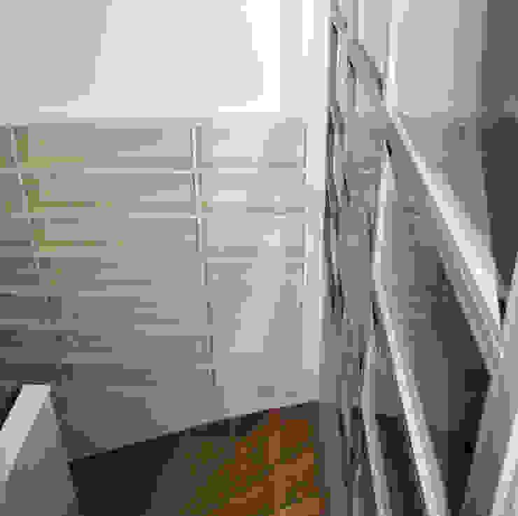 Bibliothèque semi-encastrée par Kauri Architecture Moderne