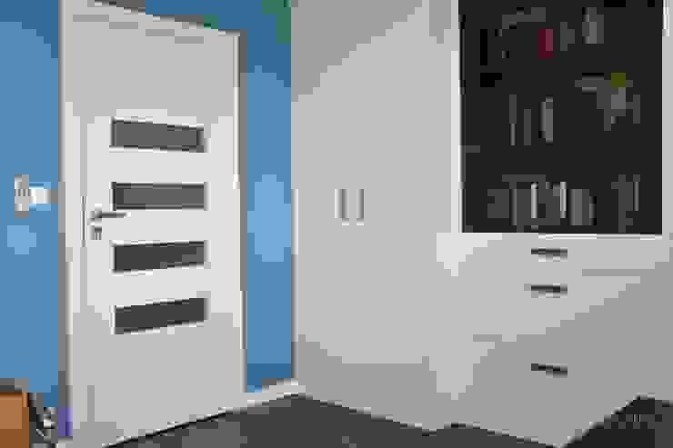Gabinet w wersji dla niego Minimalistyczne domowe biuro i gabinet od Milan design Minimalistyczny