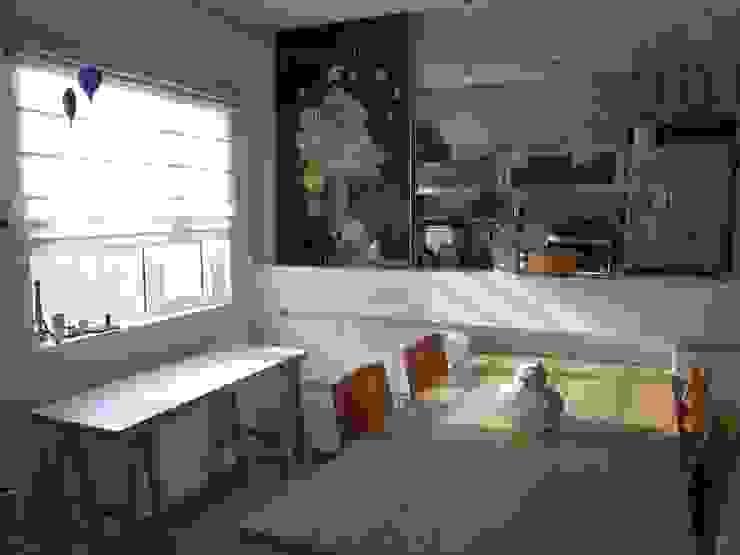 Re: ヨネタエミ建築スタジオが手掛けた現代のです。,モダン 木 木目調