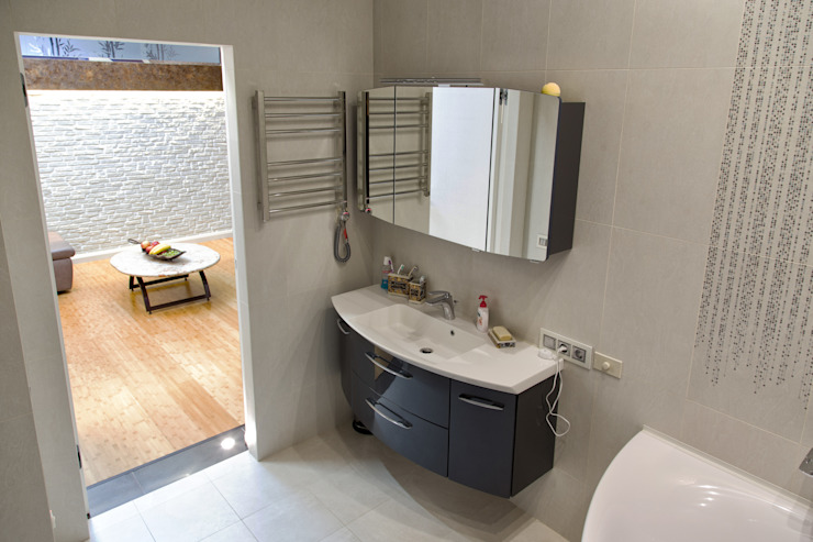 Интерьер квартиры в современном стиле Ванная комната в эклектичном стиле от Antica Style Эклектичный Плитка