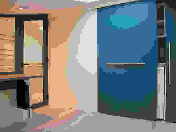 Kitchenette bureau Bureau moderne par Kauri Architecture Moderne