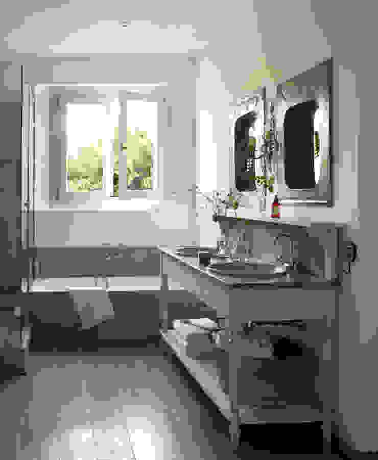 Modern bathroom by Melian Randolph Modern