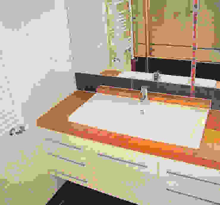 Plan vasque Salle de bain moderne par Kauri Architecture Moderne