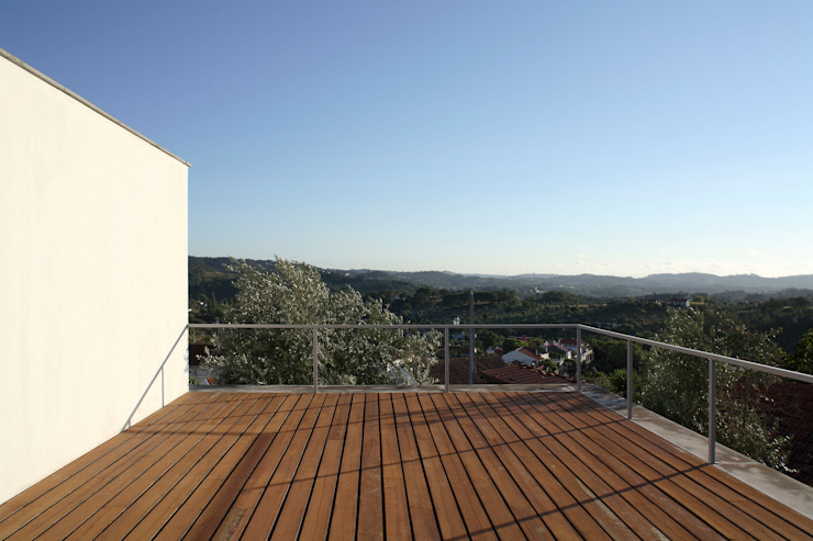 Casa Eira Varandas, marquises e terraços modernos por SAMF Arquitectos Moderno
