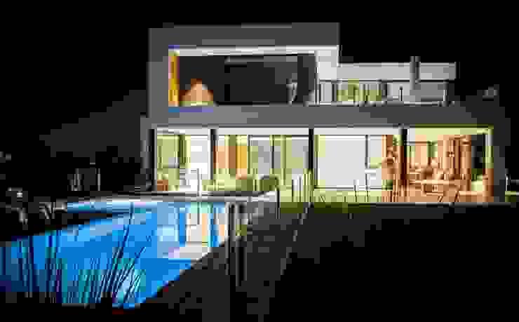 Moderner Balkon, Veranda & Terrasse von DIAZ ILUMINACION Modern
