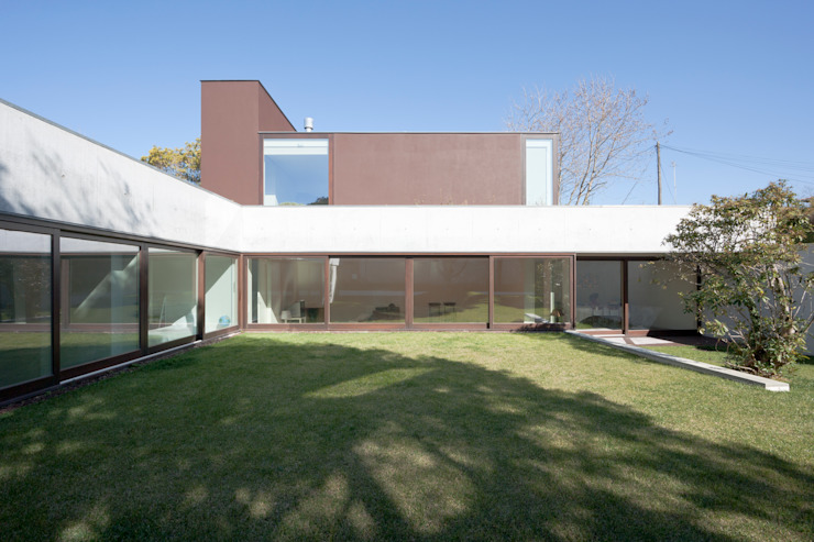 Minimalist houses by Figueiredo+Pena Minimalist