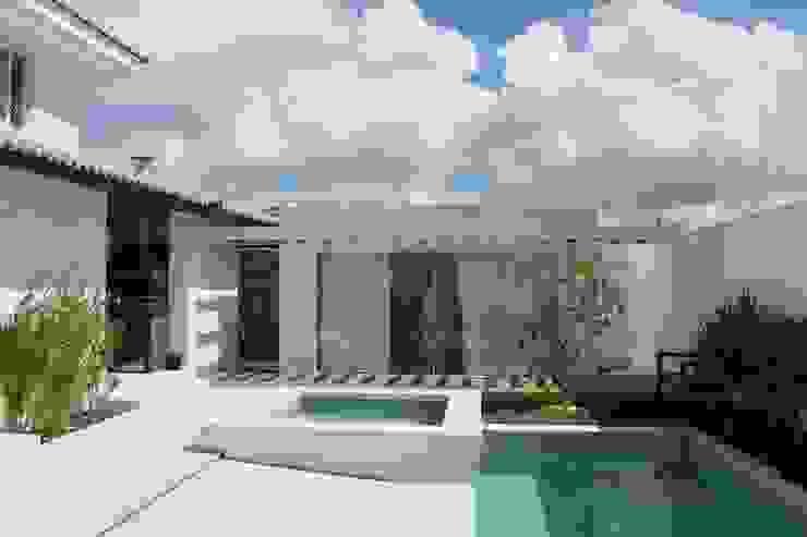 Projeto Varandas, alpendres e terraços modernos por Flavio Monteiro Arquitetos Associados Moderno