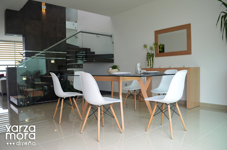 Minimalist dining room by Xarzamora Diseño Minimalist