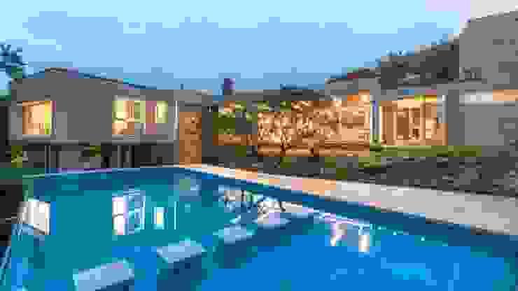 Casa Q2 Piletas modernas: Ideas, imágenes y decoración de Arq. Santiago Viale Lescano Moderno