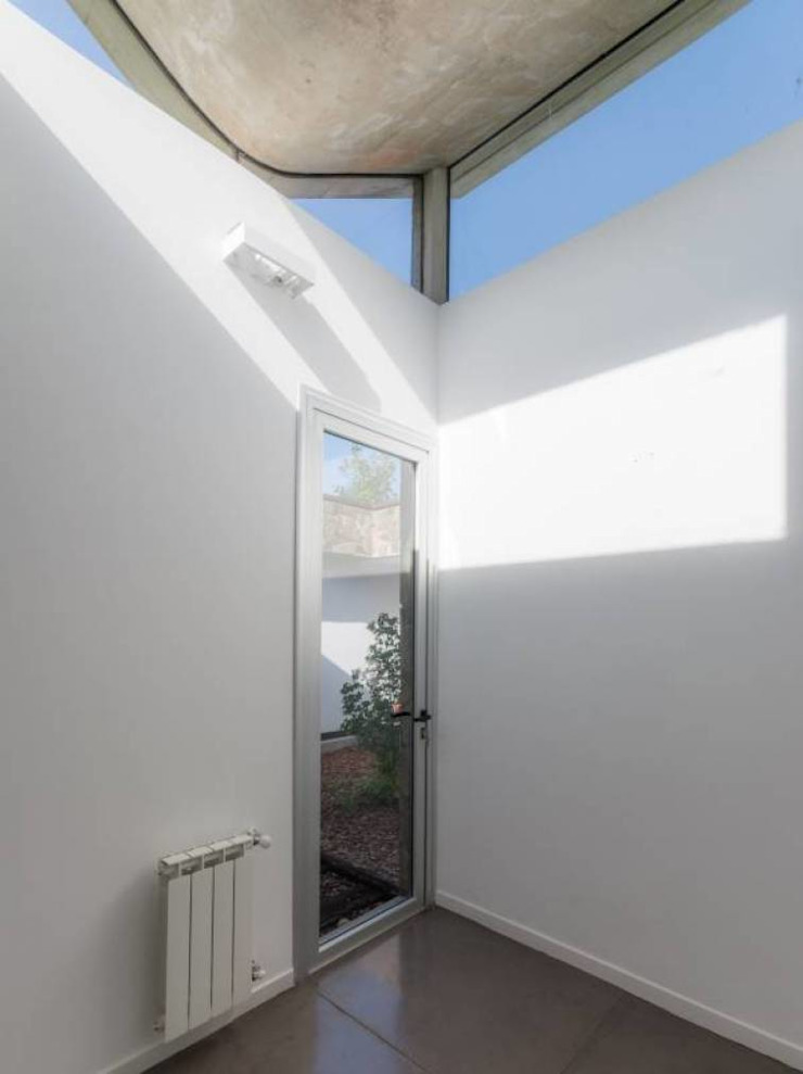 Casa Q2 Balcones y terrazas modernos: Ideas, imágenes y decoración de Arq. Santiago Viale Lescano Moderno