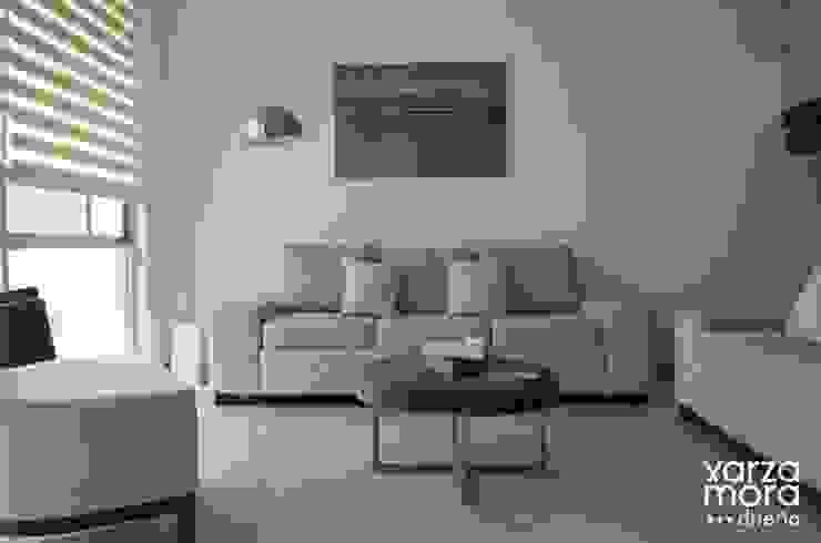 Minimalistyczny salon od Xarzamora Diseño Minimalistyczny