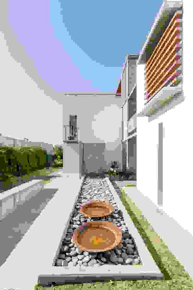 CASA LA SANTINA Casas modernas: Ideas, imágenes y decoración de barqs bisio arquitectos Moderno