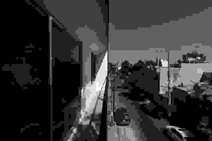 Balcones y terrazas modernos: Ideas, imágenes y decoración de DOSA studio Moderno