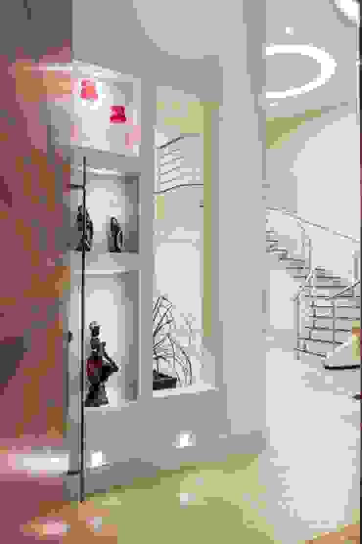 projeto Corredores, halls e escadas modernos por Dani Sanabria Arquitetura e Interiores Moderno