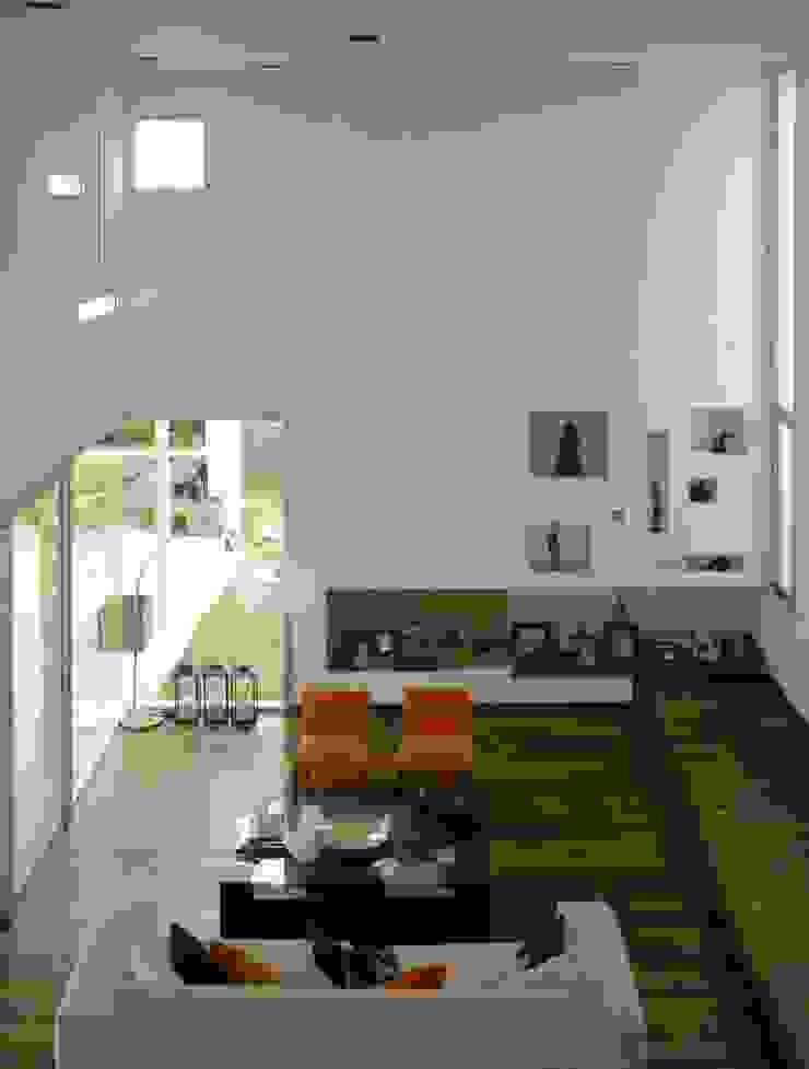 Vivienda en el Bosque Livings modernos: Ideas, imágenes y decoración de FKB ARQUITECTOS Moderno