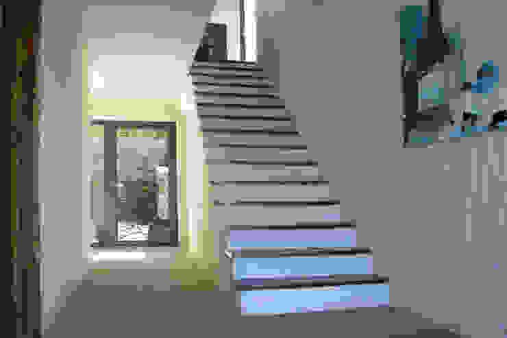 Germano de Castro Pinheiro, Lda Couloir, entrée, escaliers rustiques Blanc