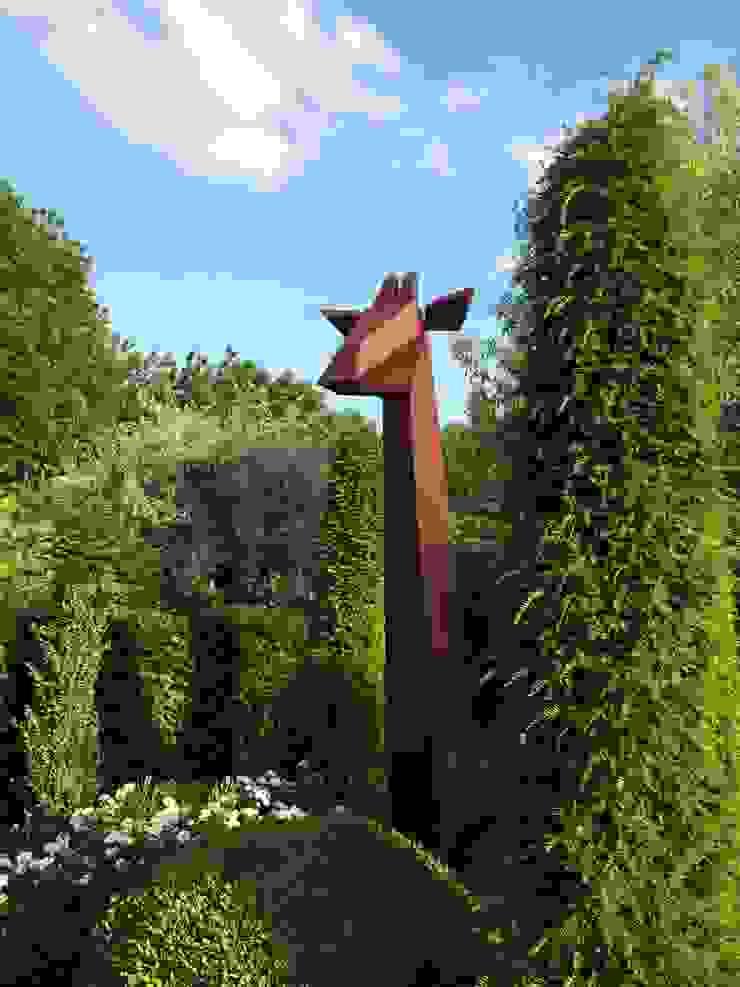 Giraffe Minimalist style garden by Fabian von Spreckelsen Minimalist Iron/Steel