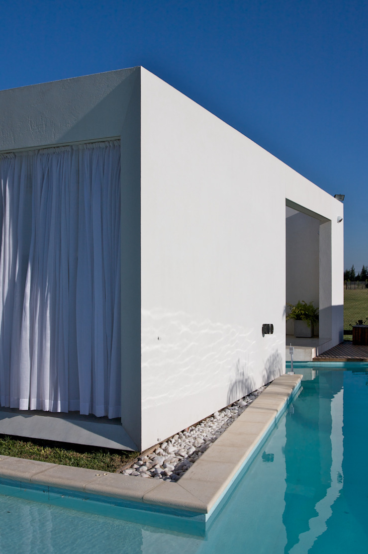 Дома в стиле модерн от VISMARACORSI ARQUITECTOS Модерн